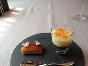 天たつの粉雲丹を使った前菜です。雲丹好きにはたまらない磯の香りと甘みを感じさせてくれる素晴らしい料理でした。