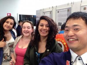 ミラノ万博日本館会場にてイタリアの若い女性にも越前仕立て汐雲丹、粉雲丹は好評でした
